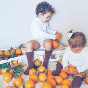niños naranjas